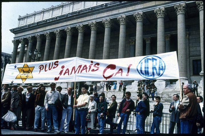 Lyon 1987: Demonstranten vor dem Gerichtsgebäude