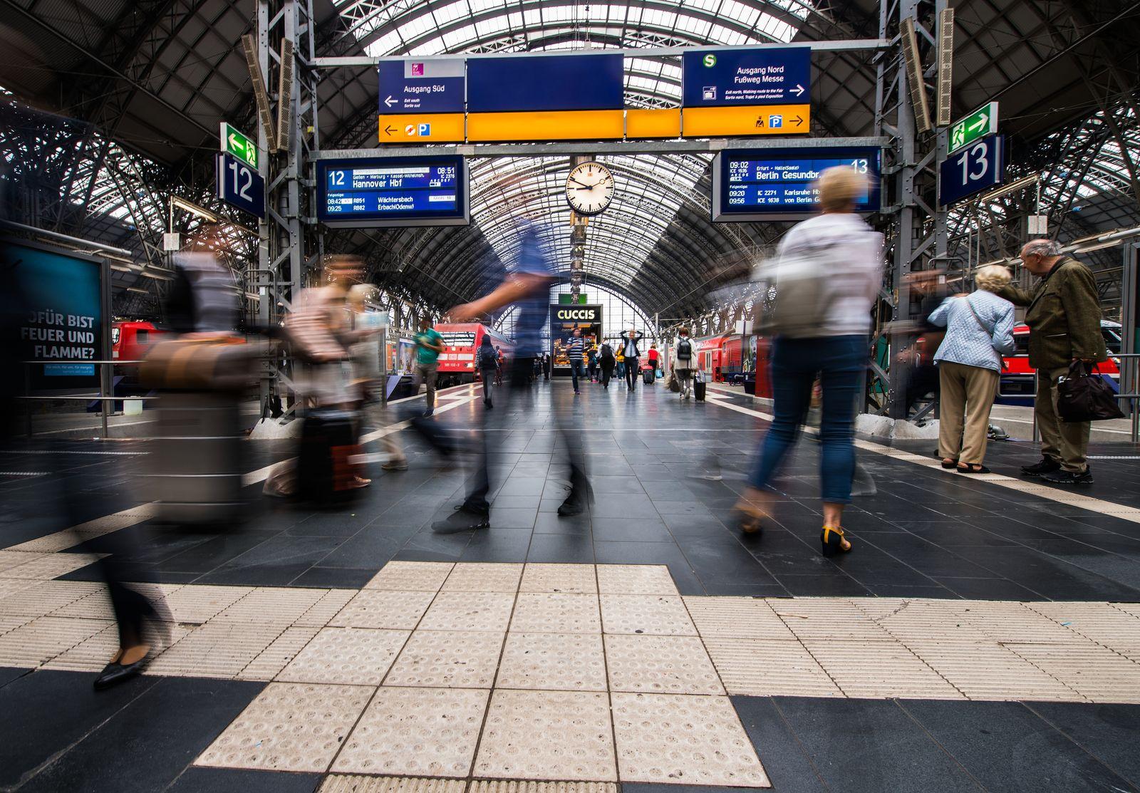 Berufspendler im Hauptbahnhof