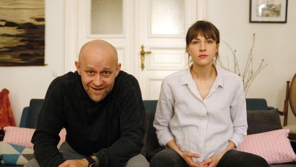 """Mit der Therapeutin auf der Couch: Jürgen Vogel und Natalia Belitski in """"Liebe. Jetzt"""""""