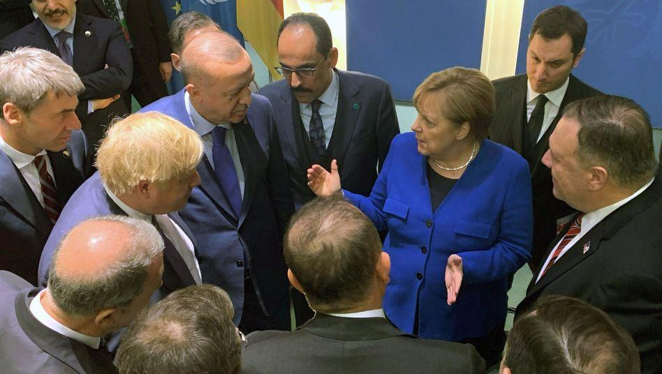 Gespräch während der Libyen-Konferenz: Angela Merkel, Recep Tayyip Erdogan, Boris Johnson und Mike Pompeo