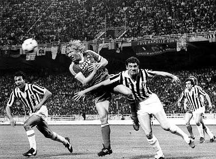 """HSV-Stürmer Hrubesch (Mitte, im Finale 1983 gegen Juventus): """"Das Gefühl, mit eingebunden zu sein"""""""