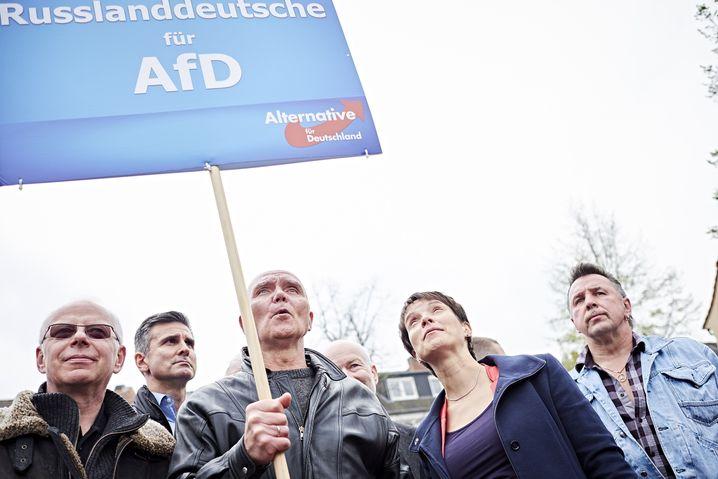 AfD-Vorsitzende Petry mit Russlanddeutschen