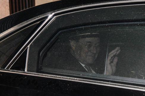 Armin Laschet verlässt nach der Vorstandssitzung die CDU-Zentrale