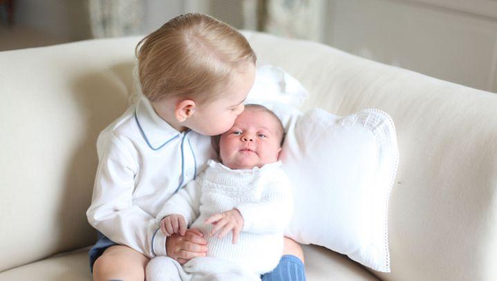 Prinz George und Prinzessin Charlotte: Küsschen für's Schwesterchen