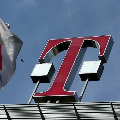 Telekom-Zentrale in Bonn: Die Bundesnetzagentur will, dass der Konzern sein teures Glasfasernetz der Konkurrenz öffnet
