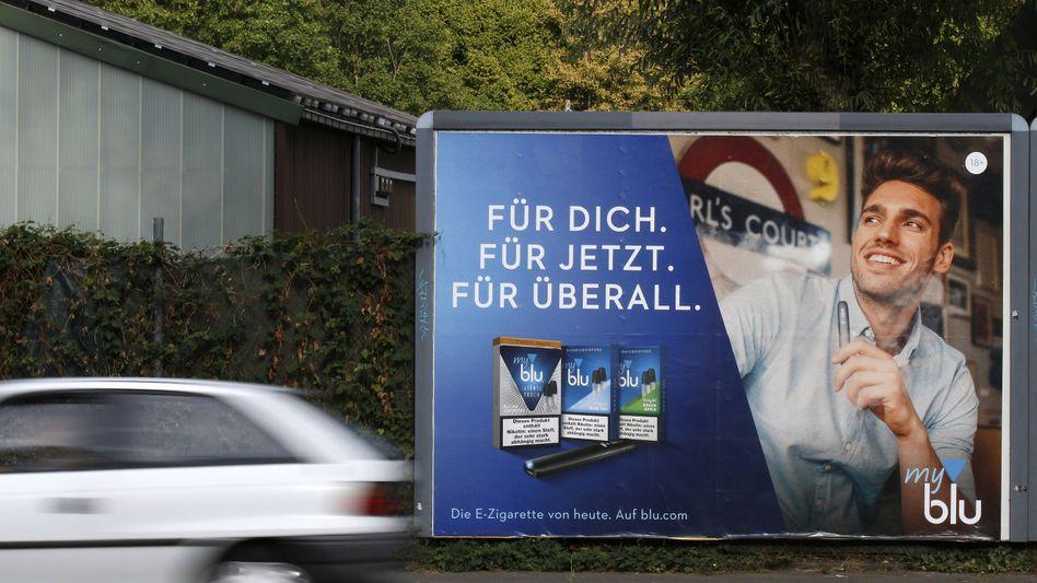 Werbeplakat für E-Zigaretten: Drogenbeauftragte fordert Werbeverbot für alle Rauchprodukte
