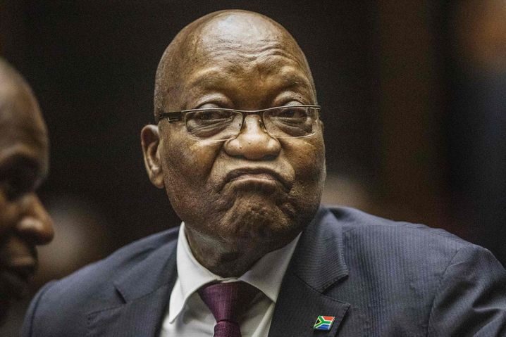 Unsaubere Waffengeschäfte in den Neunzigerjahren? Jacob Zuma vor Gericht in Pietermaritzburg, Mitte Oktober