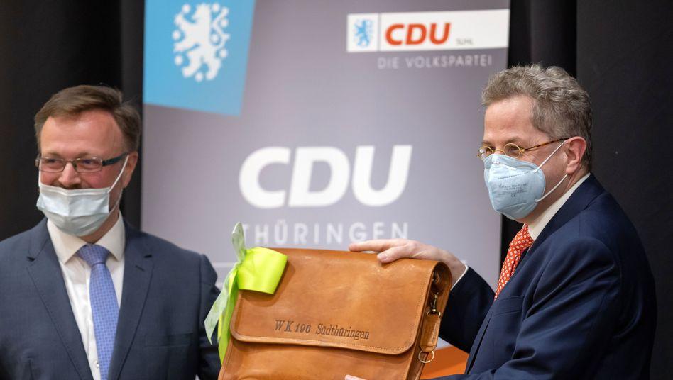 CDU-Bundestagskandidat Hans-Georg Maaßen (r.) mit Ralf Liebaug, CDU-Kreisvorsitzender, am Freitag in Suhl