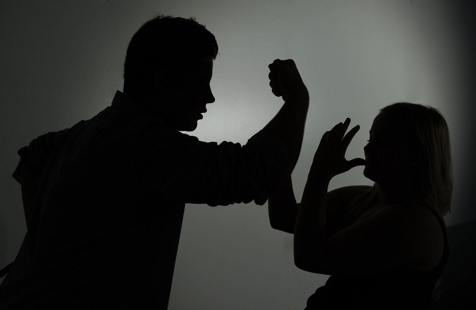 Gewalt gegen Frauen / Missbrauch