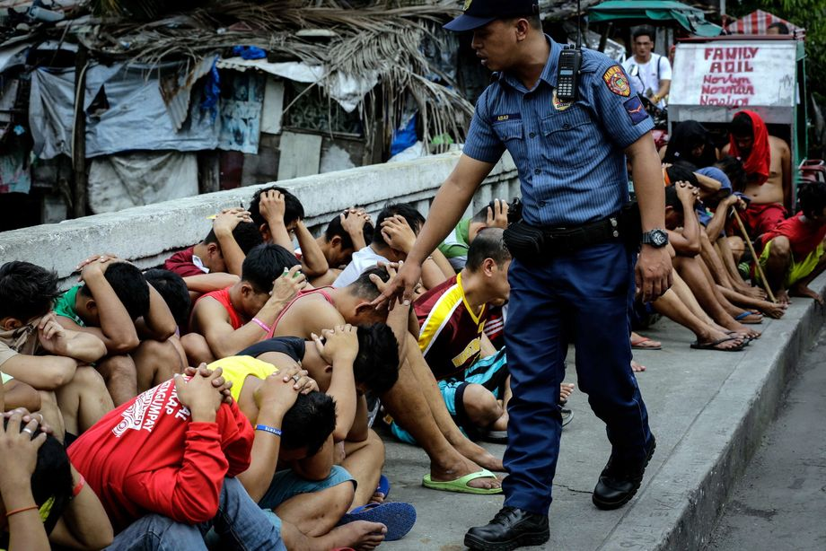 An anti-drug operation in the Philippines. The violence deployed in Bangladesh is similar to that used by the Duterte regime.