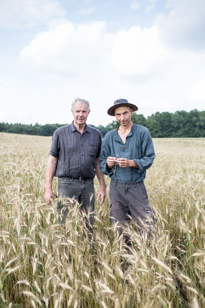 Hans-Martin Meyerhoff ( Landwirt und Betriebsleiter Ökohohof Gut Temmen) mit Frank Gottwald (Biologe)