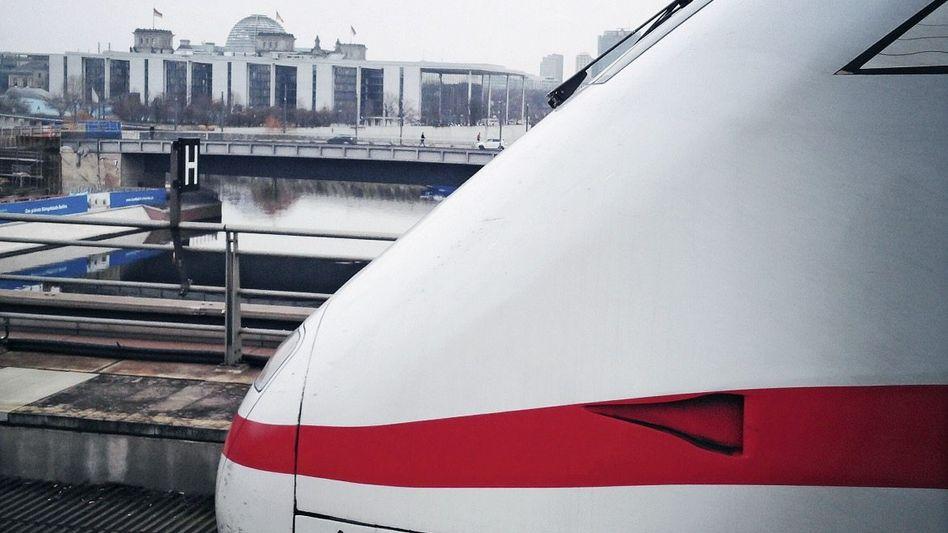 ICE am Berliner Hauptbahnhof, Parlamentsviertel: »Die Deutsche Bahn wird dem Gesetz so nicht zustimmen«