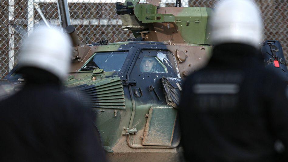 Griechische Soldaten an der Grenze zur T??rkei: Versch??rfte Sicherheitsvorkehrungen