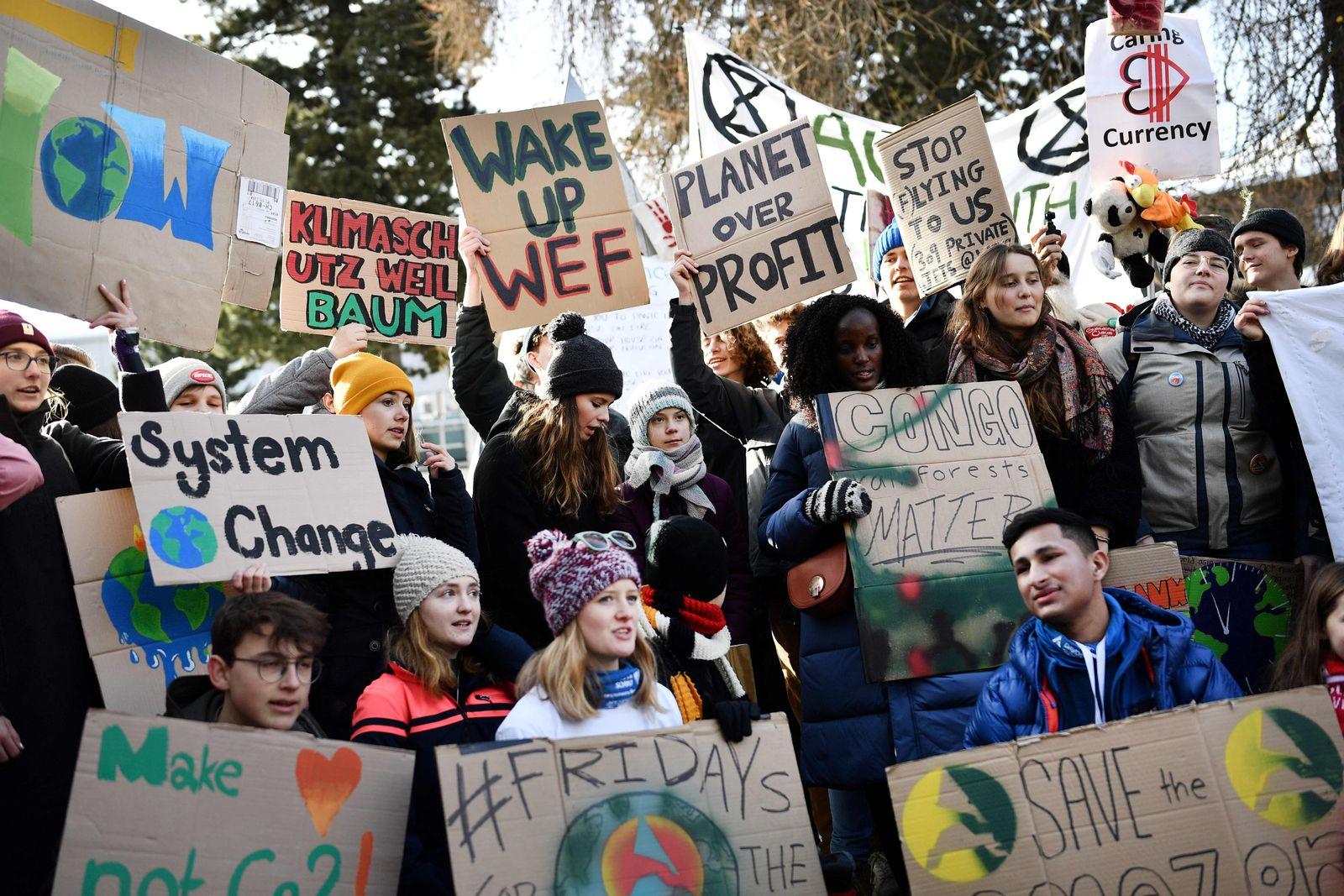 TOPSHOT-SWITZERLAND-POLITICS-ECONOMY-CLIMATE-YOUTH-DEMO