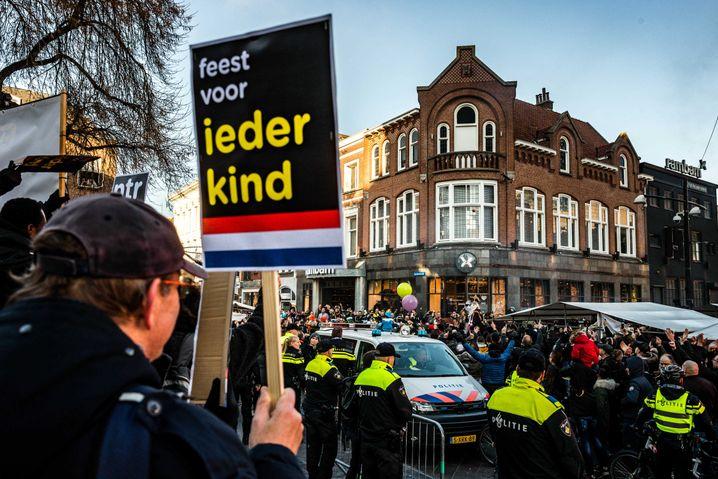 Protestanten am Rande des Umzugs