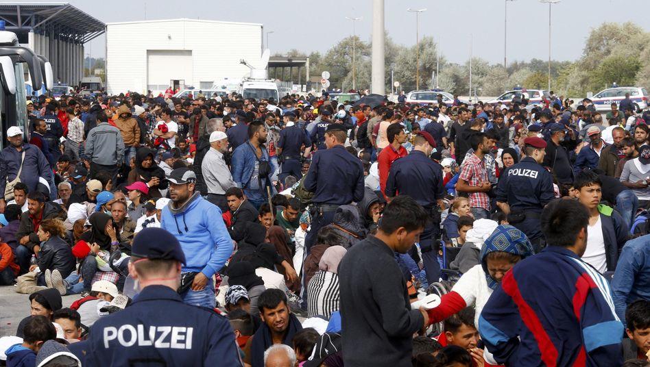 """Flüchtlinge in Nickelsdorf, Österreich: """"Kein Land kann die Aufnahme und Unterbringung der Flüchtlinge allein auf sich nehmen."""""""