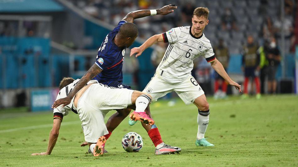 Thomas Müller und Joshua Kimmich im Gruppenspiel gegen Frankreich