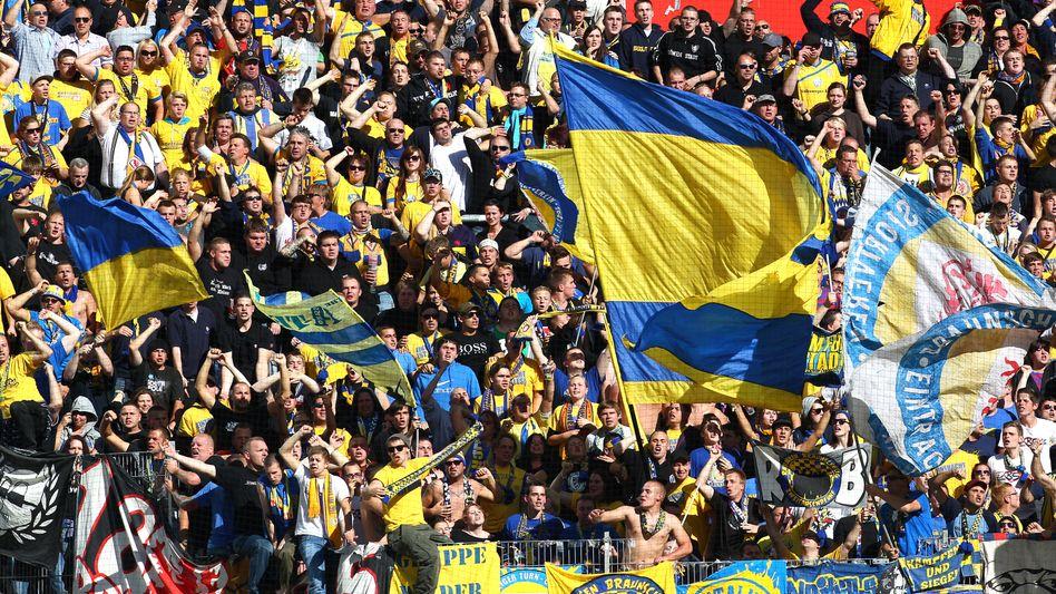 Braunschweiger Fans: Tabellenführer in der zweiten Liga