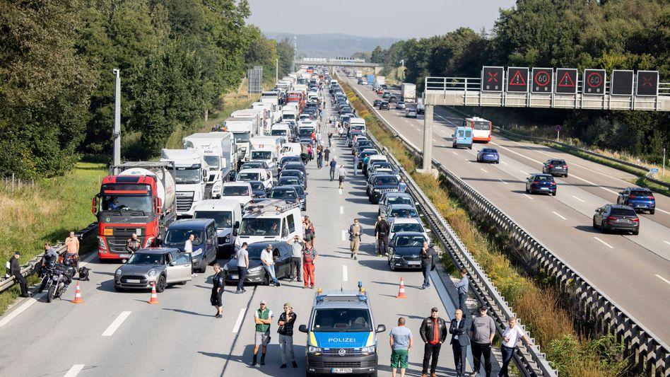 Wegen einer Protestaktion gegen die Automobilindustrie ist die A9 in München teilweise gesperrt