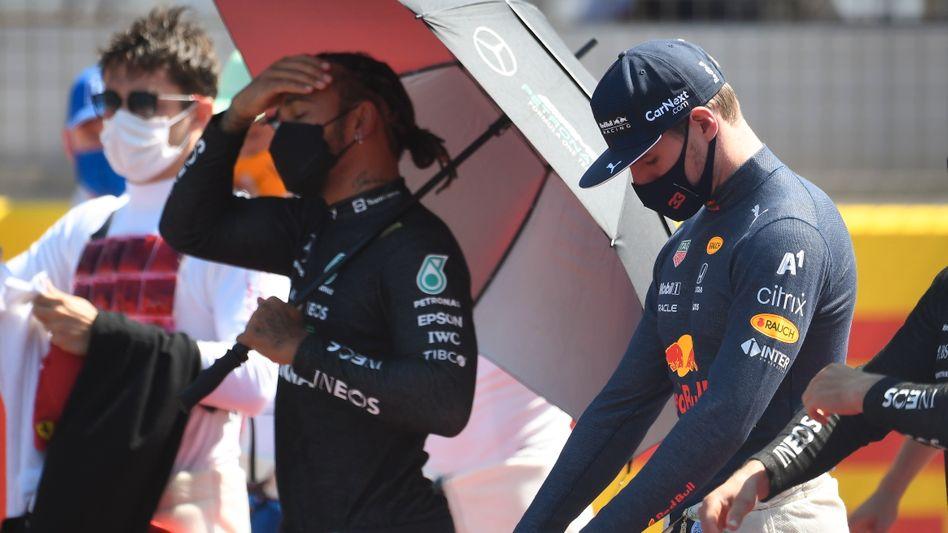 Die Ruhe vor dem Crash: Lewis Hamilton (l.) und Max Verstappen