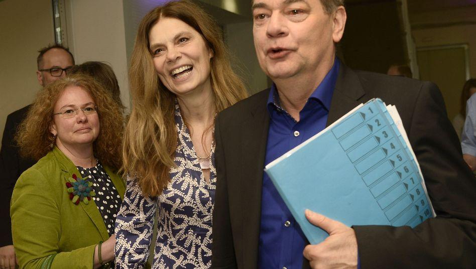 Sarah Wiener (M.) und Werner Kogler (r.), Parteichef der österreichischen Grünen