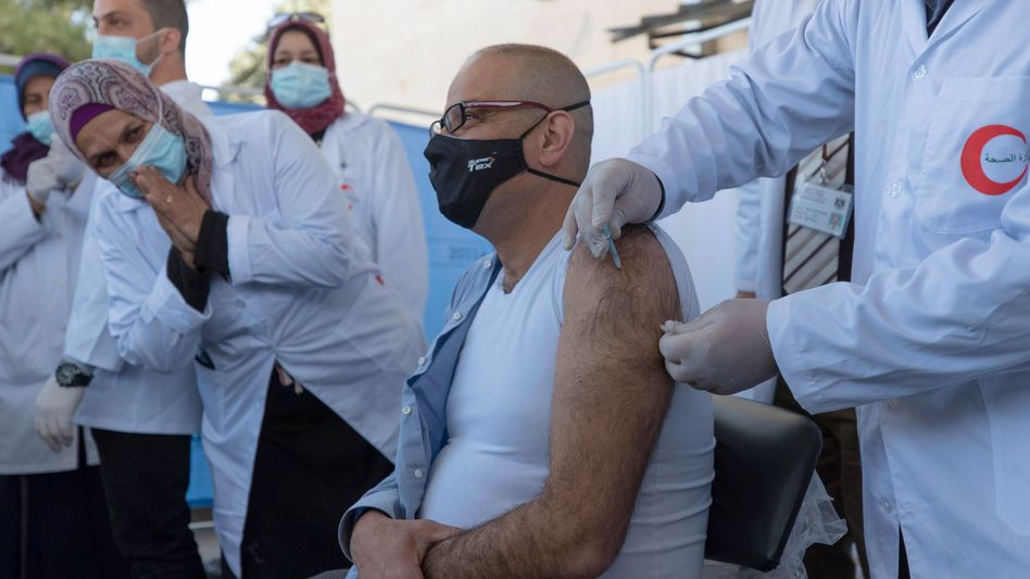 Impfung gegen das Coronavirus im Rahmen der Covax-Initiative (in Bethlehem)