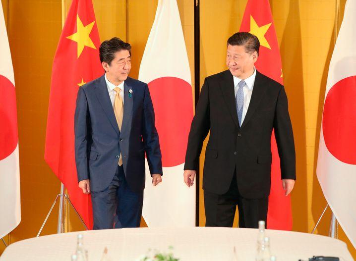 Abe und Xi 2019 in Osaka: Ein Jahr später herrscht tiefes Misstrauen statt bilateraler Freundschaft