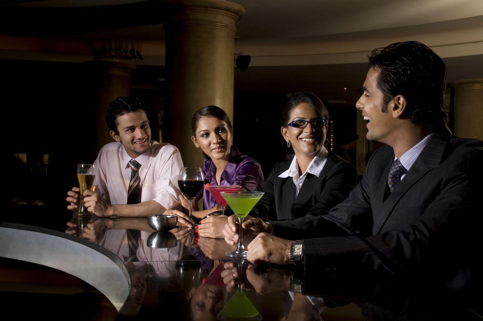 NICHT MEHR VERWENDEN! - Geschäftsleute / Kollegen / Cocktails / Bar