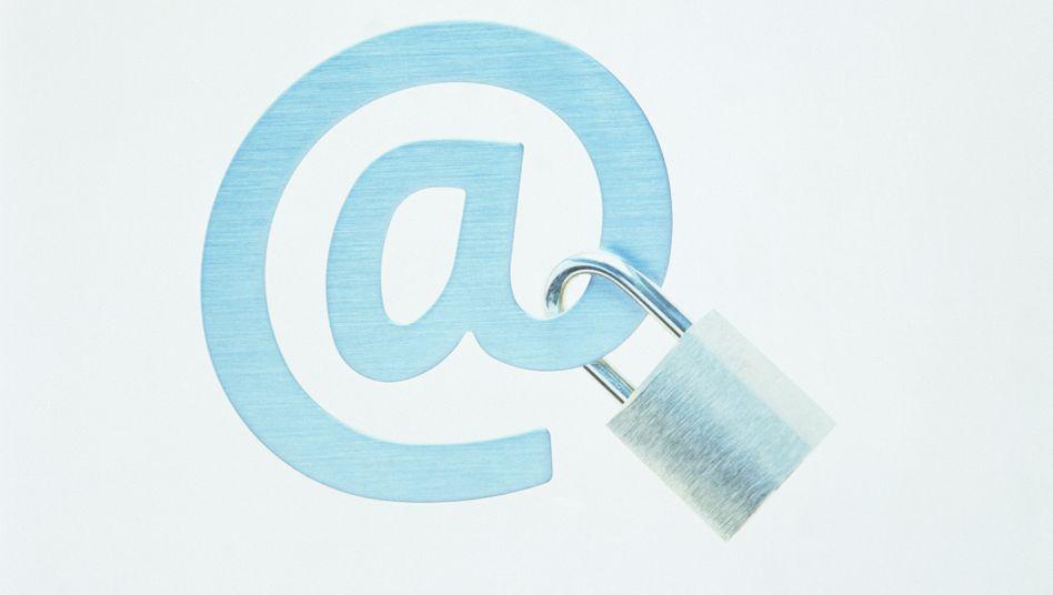 E-Mail mit Schloss: Elektronische Post ist heute ähnlich gegen Fremdleser gesichert wie eine Ansichtskarte