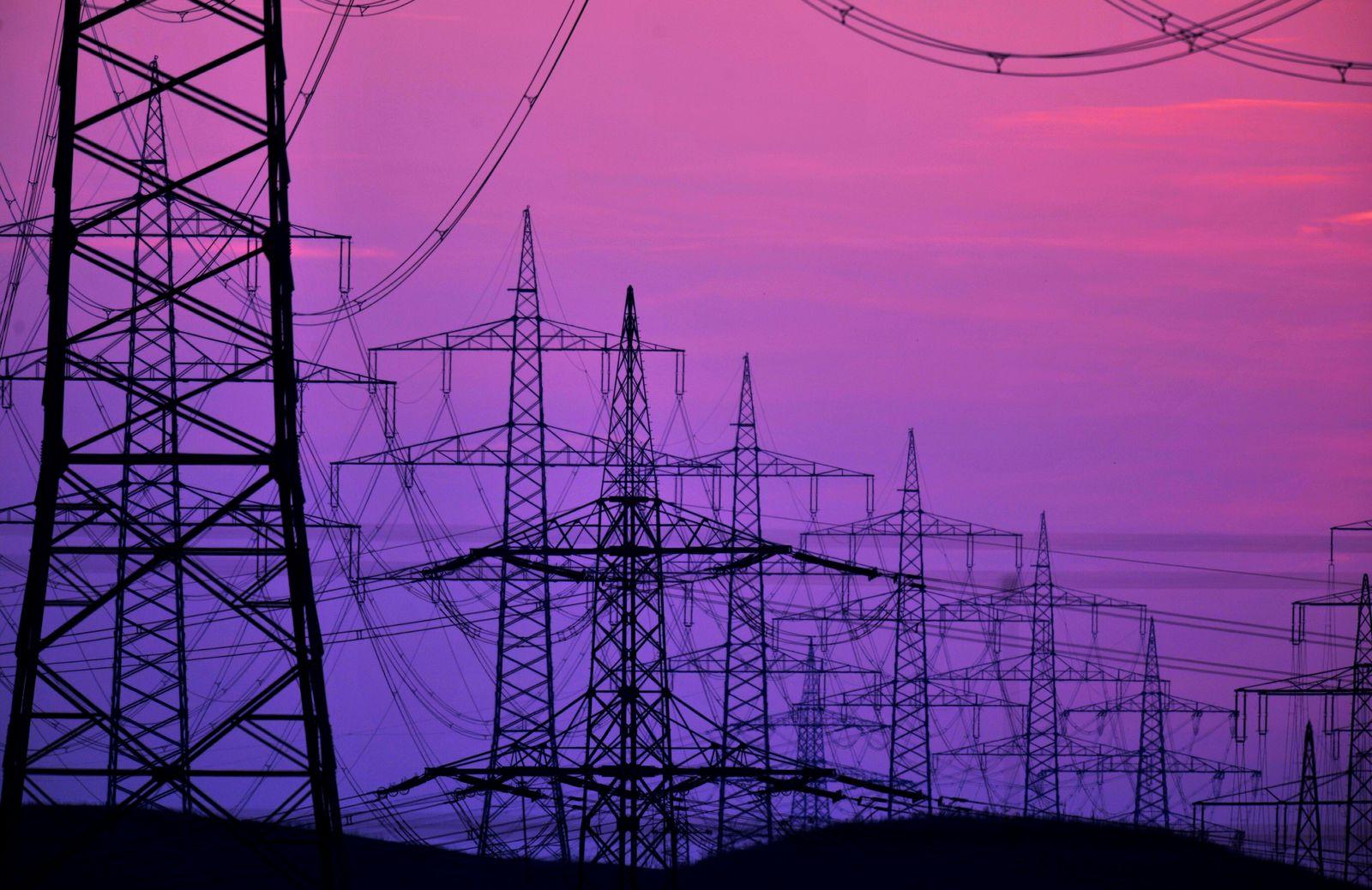 NICHT VERWENDEN Energie / Strom / Stromanbieter / Strommasten
