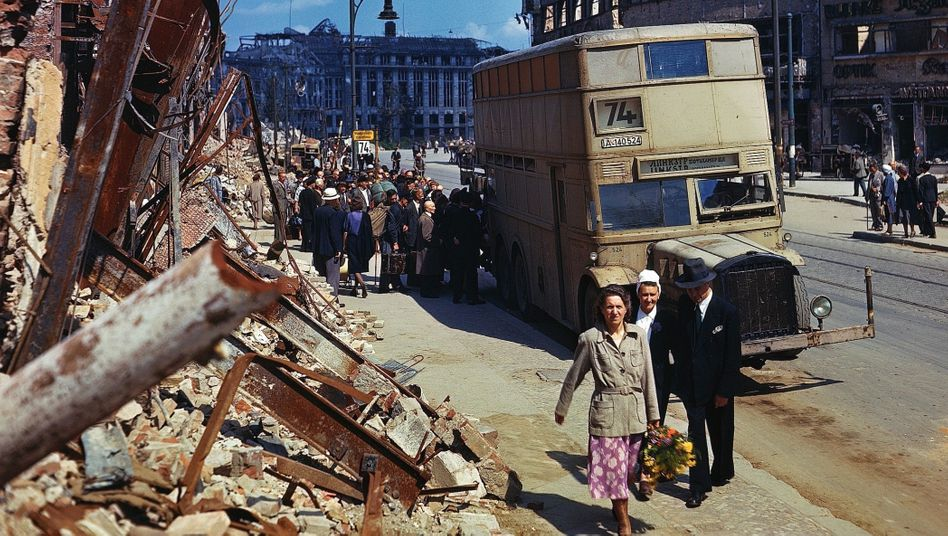 Pedestrians on Berlin's Potsdamer Straße in July 1945 (with a destroyed department store in the background)