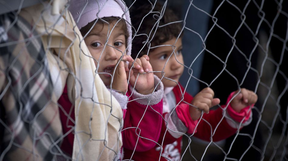 """Flüchtlingskinder an der griechisch-mazedonischen Grenze: """"Keiner will die Flüchtlinge haben"""""""