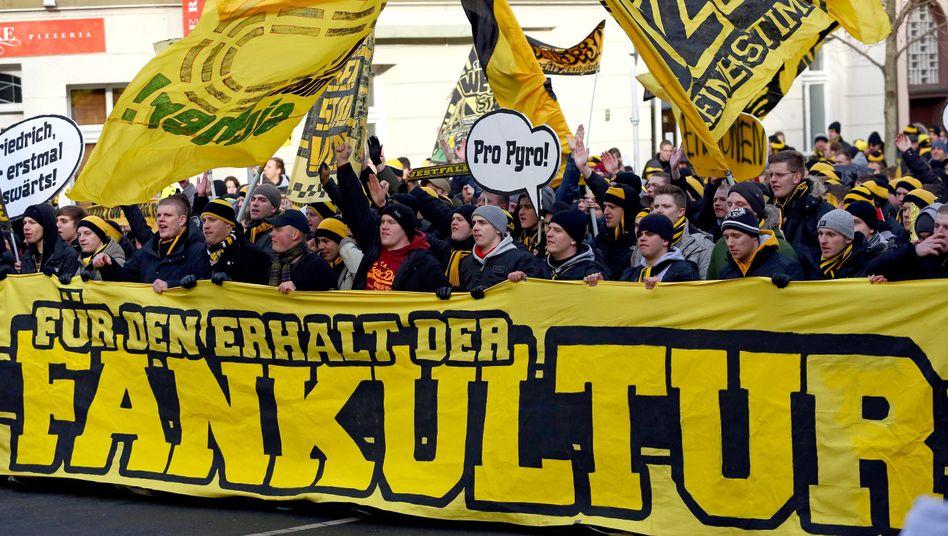 Streitthema Stadionsicherheit: Protestmarsch der Fußballfans