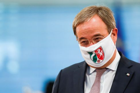 Armin Laschet mit Schutzmaske