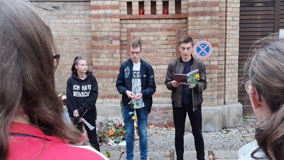 """Kim, Nico und Paul während der Gedenkveranstaltung: """"Es war, als hätte man neue Freunde gefunden."""""""