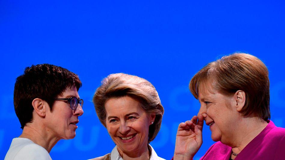 CDU-Politikerinnen Kramp-Karrenbauer, von der Leyen, Merkel (Archivbild vom Februar 2018)
