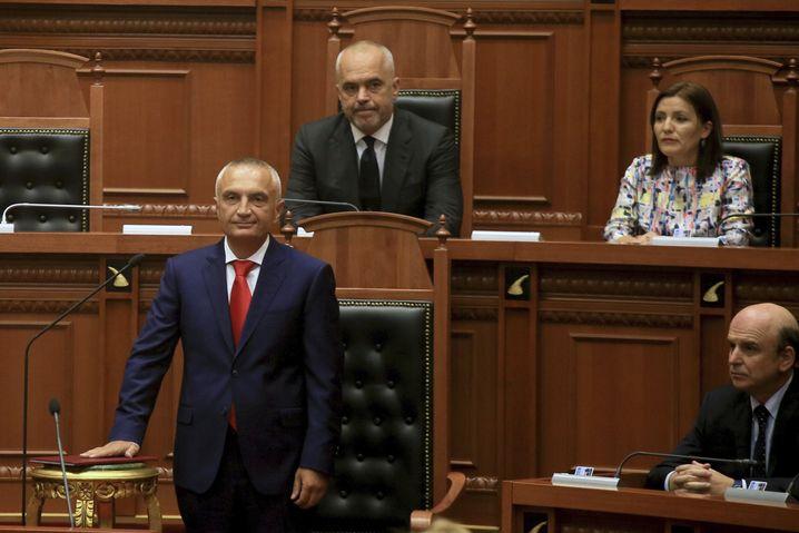 Präsident Ilir Meta (vorne) mit Ministerpräsident Edi Rama (bei der Vereidigung des Präsidenten 2017)