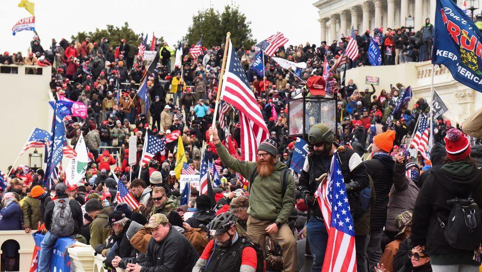 Von oben sanktioniert: Sturm aufs US-Kapitol im Januar