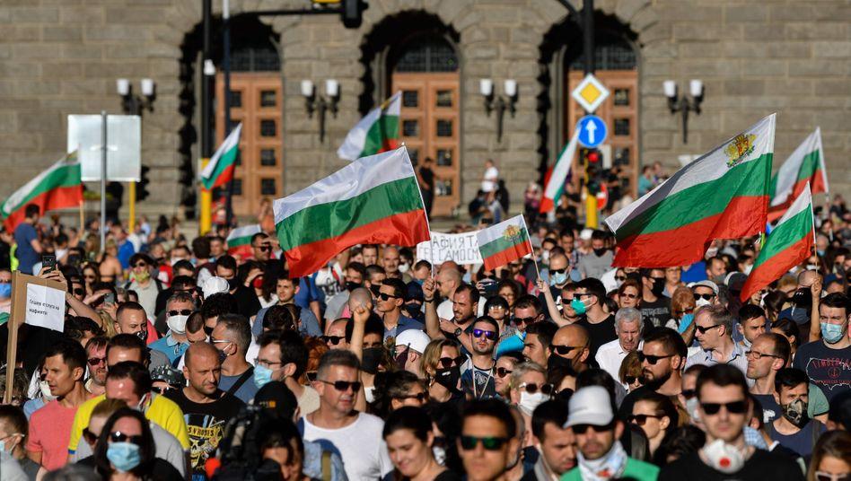 Demonstranten in Sofia: Sie werfen der Regierung und dem Chefankläger ein Komplott gegen den Staatschef vor