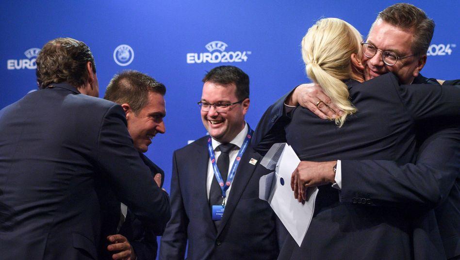 Freudig erregte DFB-Delegation