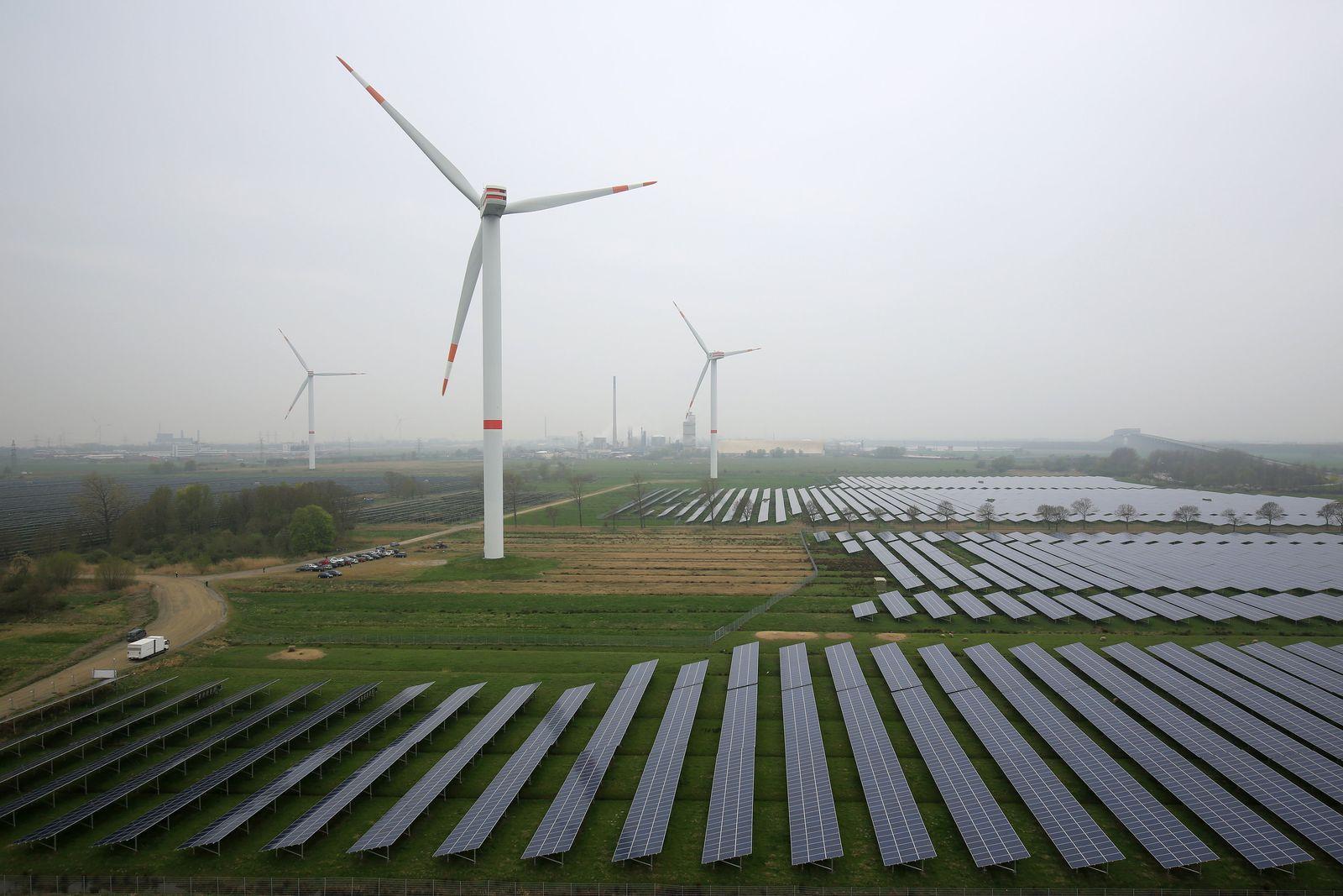 Schleswig-Hosltein / Windräder, Solaranlage
