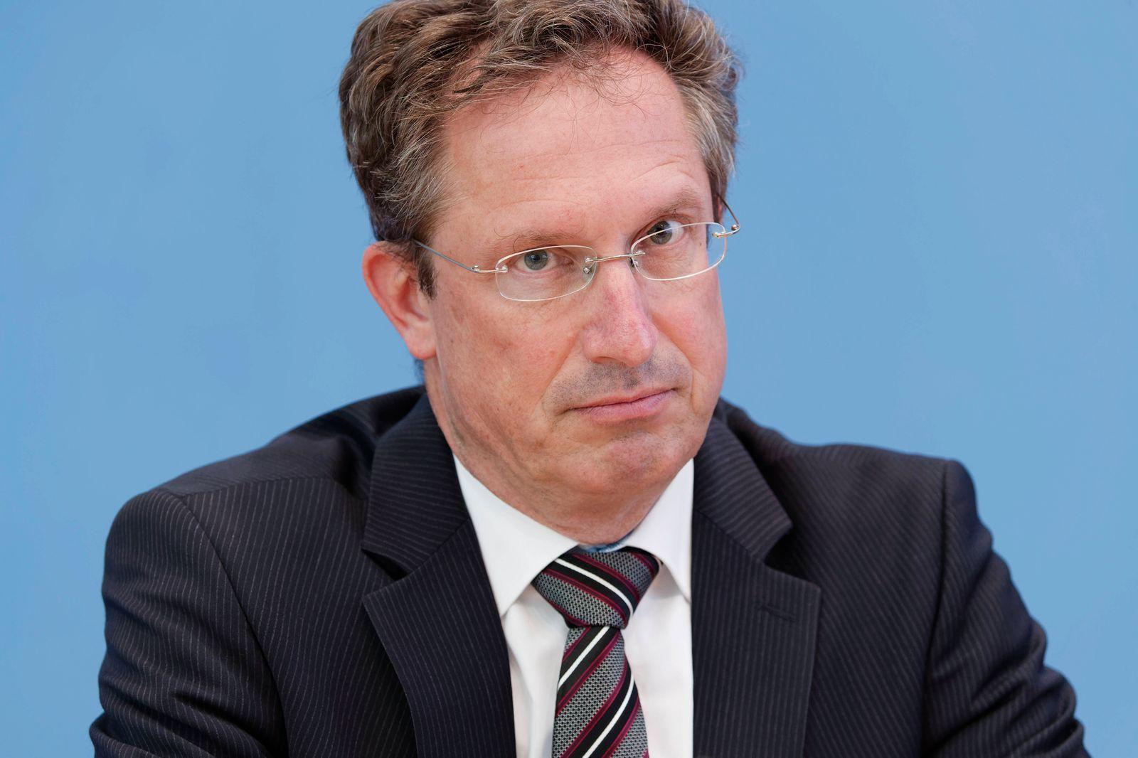 Michael Theurer + Stephan Thomae + Marco Buschmann 2021-04-27, Deutschland, Berlin - Bundespressekonferenz: Die FDPstel