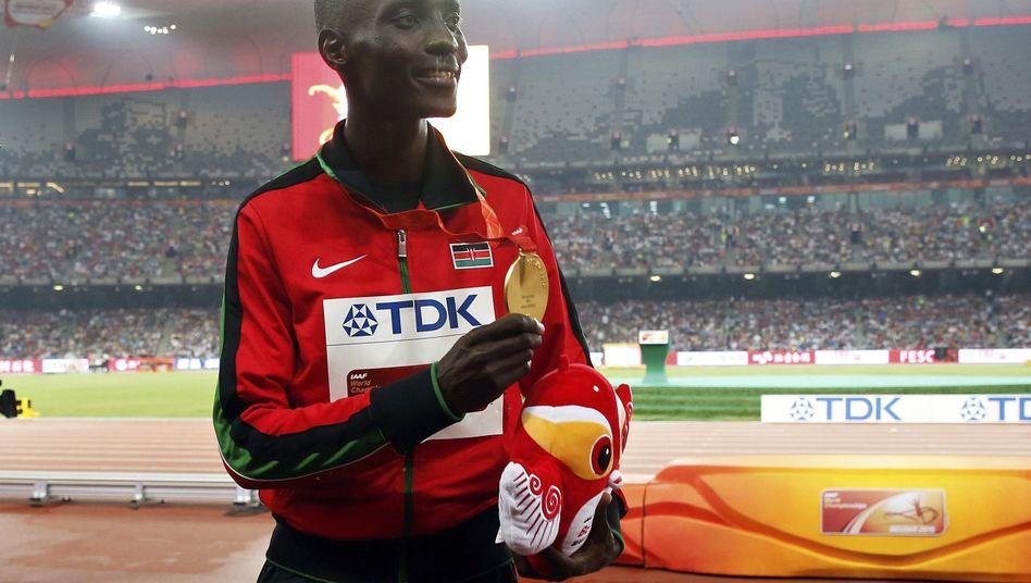 Aspel Kiprop posiert mit seiner Goldmedaille nach seinem WM-Sieg 2015 über 1500 Meter.