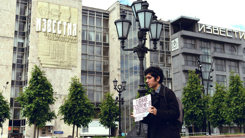 """Russian climate activist Arshak Makichyan in Moscow: """"Putin lies."""""""