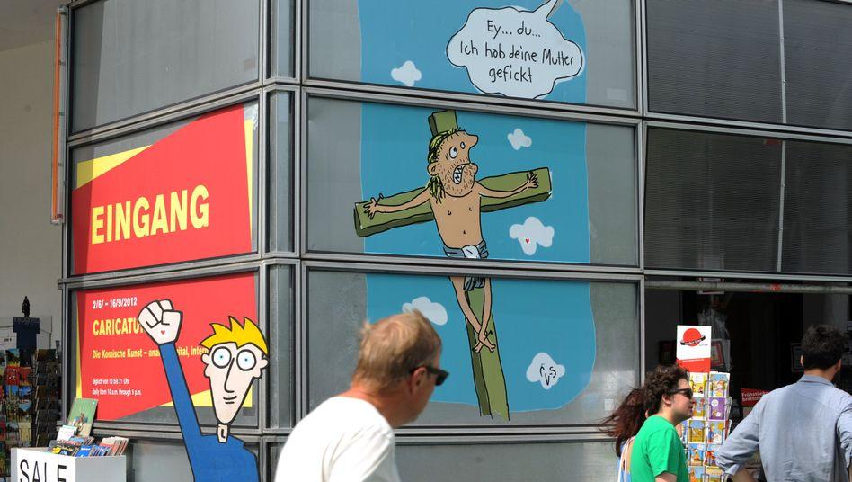 Werbeplakat für die Caricatura in Kassel: Die Karikatur von Mario Lars empört die Kirche