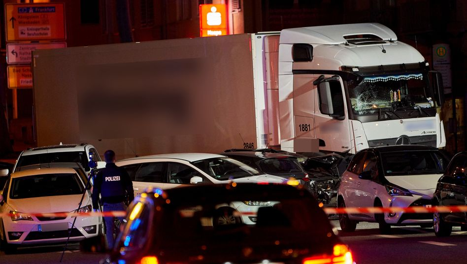 Lastwagen und Autos im Oktober 2019 in Limburg: Anklage erhoben