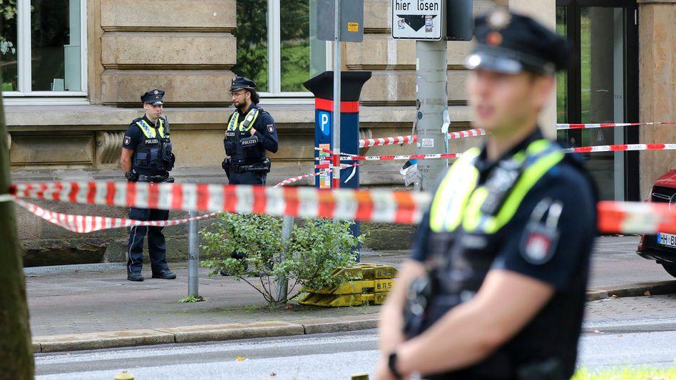 Polizeiabsperrung nach Schüssen auf dem Gorch-Fock-Wall