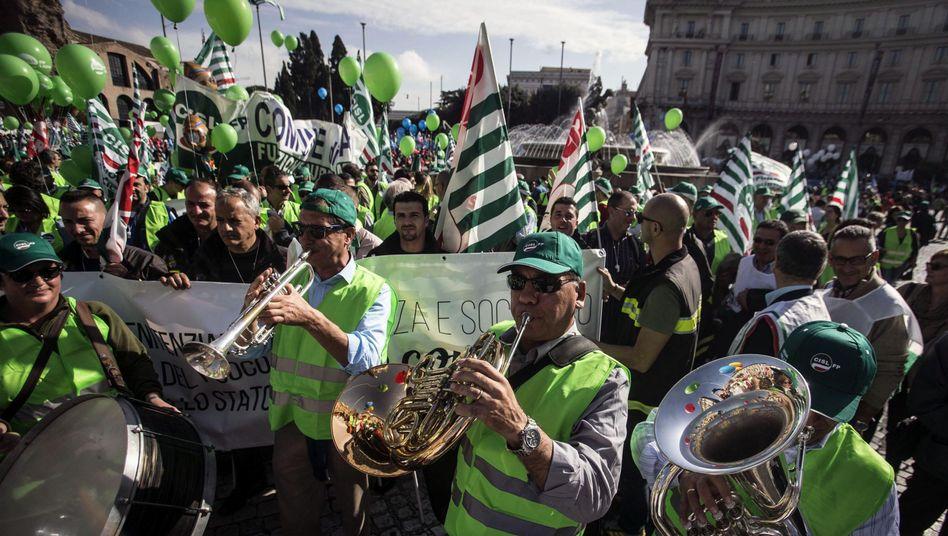 Demonstranten in Rom: 12,6 Prozent Arbeitslosigkeit