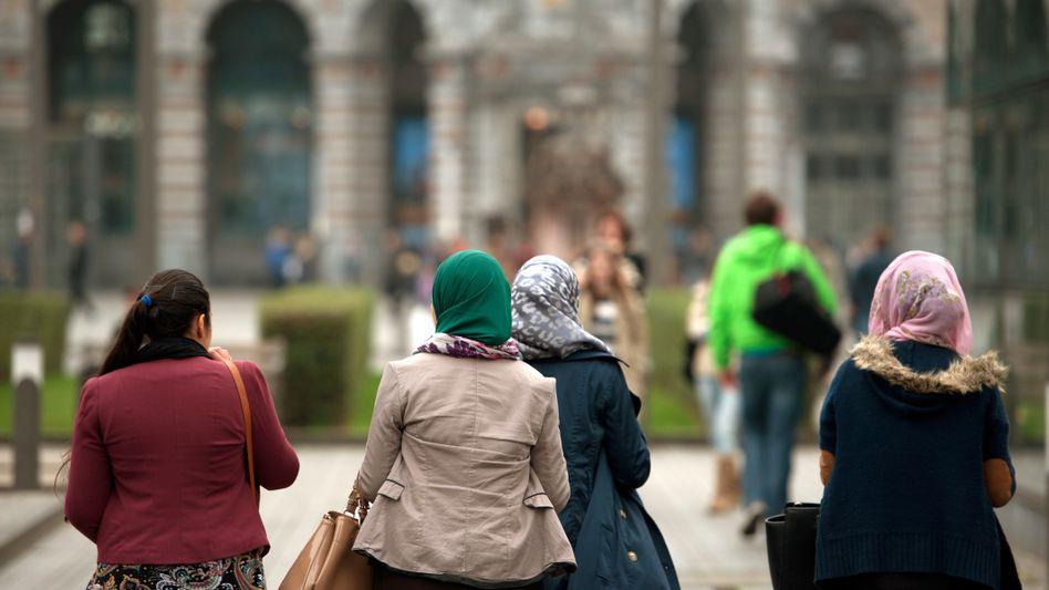 Frauen mit Kopftuch in Antwerpen (Archivbild)