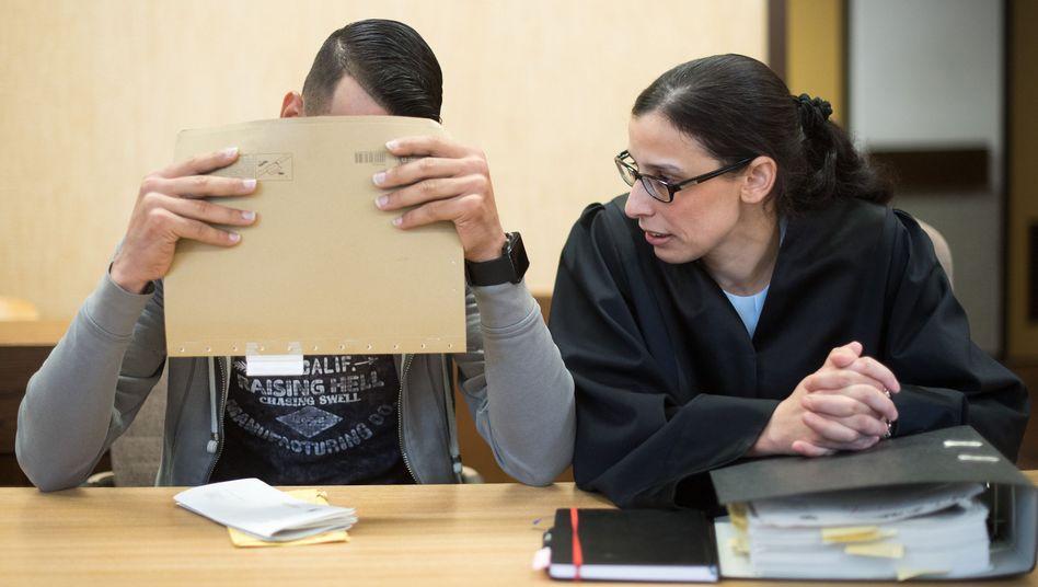 Ein 21-jähriger Angeklagter im Prozess zur Silvesternacht in Köln